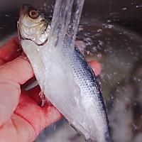 #带着零食去旅行!#干炸海鲫鱼的做法图解4