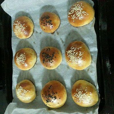 """面包机+烤箱版的""""肉松面包""""第一口就吃到香香的肉松!"""