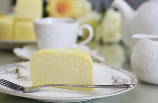 轻芝士蛋糕:舌尖卷起的一场温柔的***