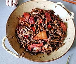 最好吃的豆角做法,干豆角炒肉#夏日撩人滋味#的做法