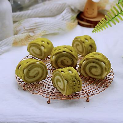 #《风味人间》美食复刻大挑战#菠菜双色花样小馒头卷