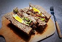 快手版牛肉酸黄瓜全麦三明治的做法