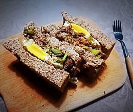 快手版酸牛肉酸黄瓜全麦三明治的做法