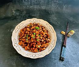 最家常不过一道香菇炒肉丁的做法
