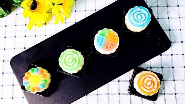 彩色流心冰皮月饼的做法