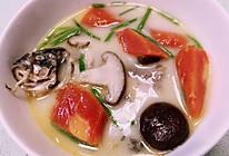 胡萝卜香菇鲫鱼汤的做法