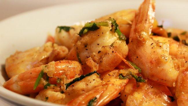 健康低卡家常菜——蒜香黄油虾的做法