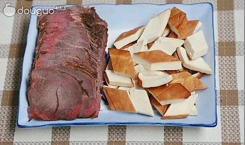 香干镶卤牛肉的做法
