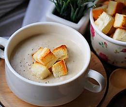 奶油蘑菇汤+面包小脆