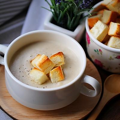 奶油蘑菇湯+面包小脆