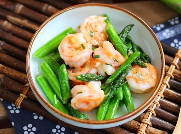 【减脂快手菜】清炒芦笋虾球的做法