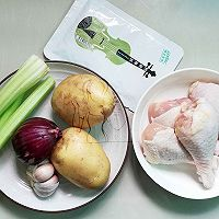 #硬核菜谱制作人#土豆烤鸡腿的做法图解1