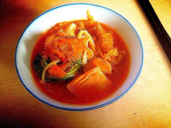 肥牛菌菇泡菜锅的做法