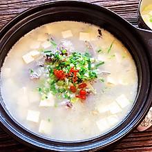 奶白的砂锅鲫鱼豆腐汤