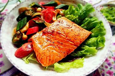 照烧三文鱼配蔬菜