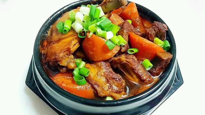 胡萝卜三肉锅