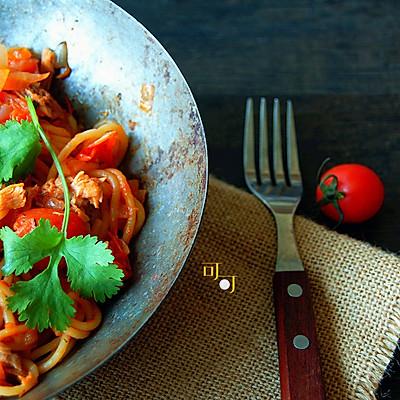 番茄金枪鱼意面:好久没吃西餐了