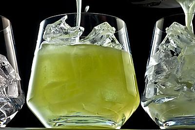 奇异果香槟鸡尾酒