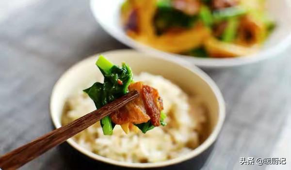 芥菜腐竹炒五花肉(提高免疫力,润肠通便,补铁补VC)的做法