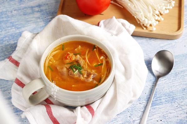快手暖心西红柿金针菇肥牛汤的做法
