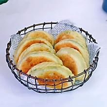 #憋在家里吃什么#香干虾皮韭菜盒子