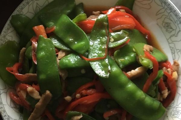 荷兰豆红椒炒肉丝