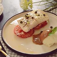 低脂美味快手的番茄烤大比目鱼