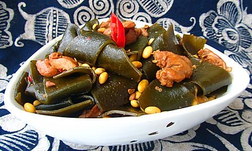 鸡肉酱烧海带黄豆的做法