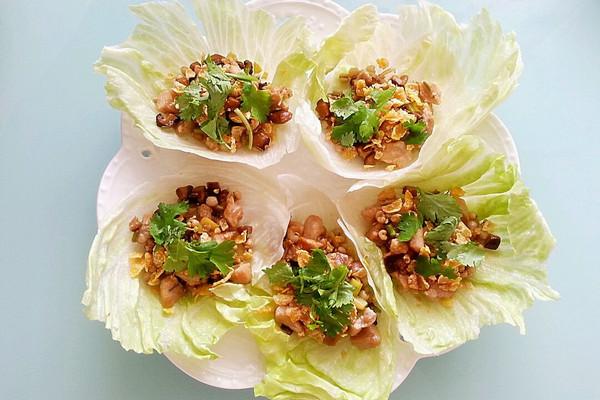 生菜薏仁脆片鸡松(夏日养生创意料理)的做法