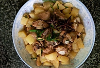 土豆烧排骨的做法