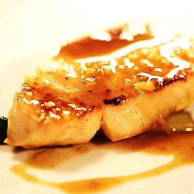 香煎银鳕鱼配芦笋