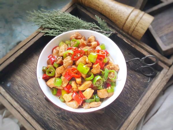 双椒炒鸡丁的做法