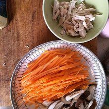 香菇胡萝卜鸡丝