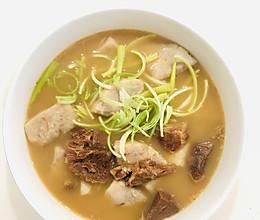 #美食新势力# 超级简单又快速美味的《红烧牛肉芋头汤》的做法