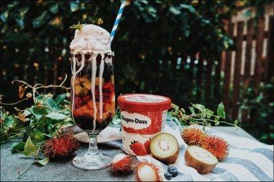 嚼着吃的彩虹水果冰淇淋
