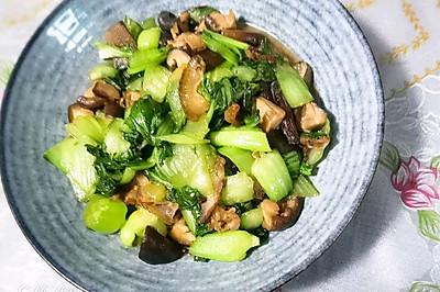 不用油就可以做的腊肉香菇炒油菜