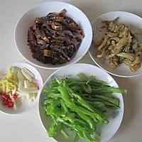 青椒榨菜炒鳝丝的做法图解1
