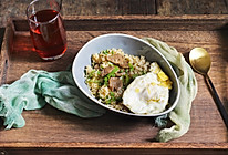 #10分钟早餐大挑战#青椒丸子煎蛋炒饭的做法