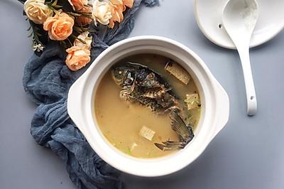 #节后清肠大作战#鲜美红汤冻豆腐鲫鱼汤,年年有鱼