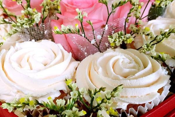 玫瑰花蛋糕礼盒的做法