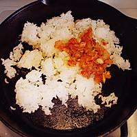 十分钟就能搞定的辣白菜炒饭的做法图解4