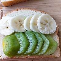 水果雞蛋肉松開放式三明治早餐的做法圖解2