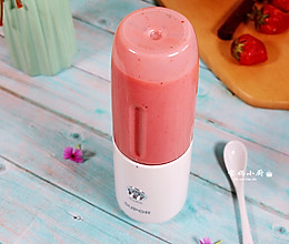 草莓奶昔~让孩子快乐的爱上吃水果的做法