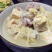 酸菜排骨炖冻豆腐