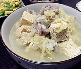 酸菜排骨炖冻豆腐的做法