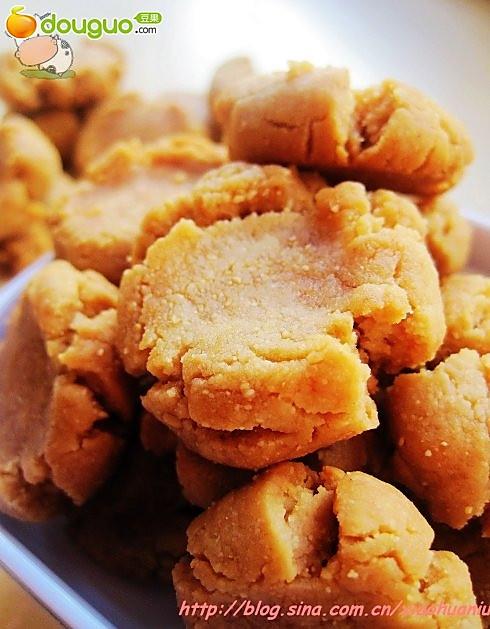 适合烘焙初学者做的一道简单美味的小点心——花生酱饼干的做法