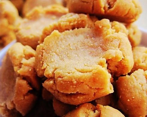 适合烘焙初学者做的一道简单美味的小点心——花生酱饼干