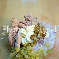 金枪鱼黄瓜寿司的做法图解2