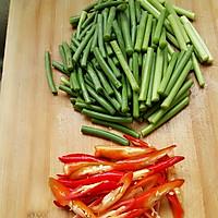 五花肉炒蒜苔的做法图解2