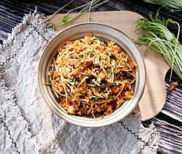 韩式泡菜炒饭-加了配菜和鱿鱼,真的很好吃!的做法
